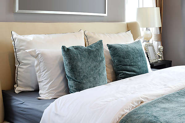 schlafen nach feng shui die wichtigsten regeln herzpunkte. Black Bedroom Furniture Sets. Home Design Ideas